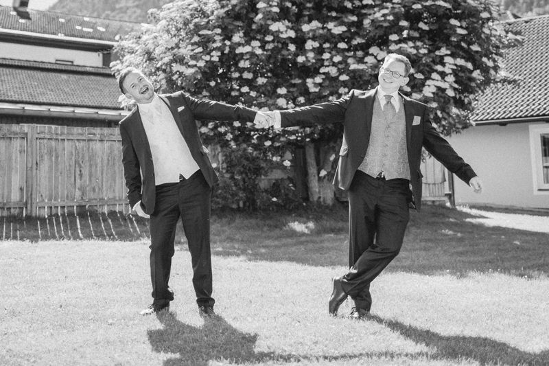 hochzeitsfotograf kaernten, bojan und roman, ein gleichgeschlechtliches paar beim paarfoto im park