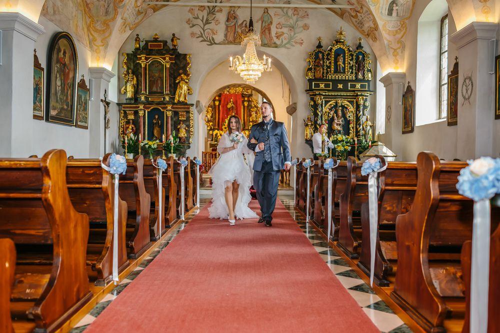 Perlmutt Pictures Hochzeitsfotograf Kaernten Hochzeit in der Kirche am Techelsberg